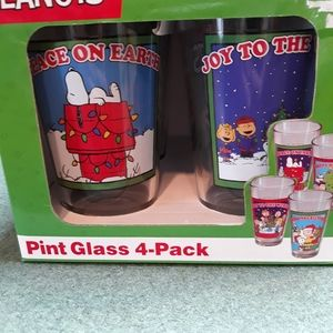 BNIB Peanuts Xmas Pint Glass Set